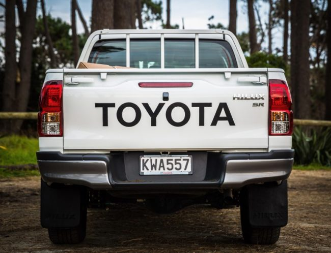 Toyota Hilux 2018 Review by DriveLine